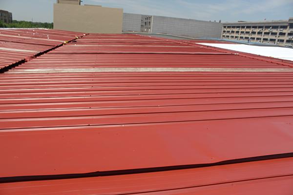 彩钢瓦屋面漏水,要如何开展翻新工作?